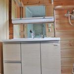 大きな鏡の洗面台です北九州市八幡西区平尾町【築後未入居】水色の可愛いログハウス