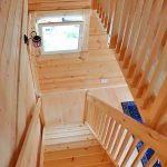 2階へつながる階段です北九州市八幡西区平尾町【築後未入居】水色の可愛いログハウス