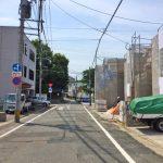建物前は時間指定で一方通行です北九州市小倉北区上到津|1階に6帖以上の洋室あり