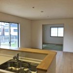 キッチンからリビングを一望北九州市小倉南区朽網西|7帖以上の洋室が3部屋もあります!