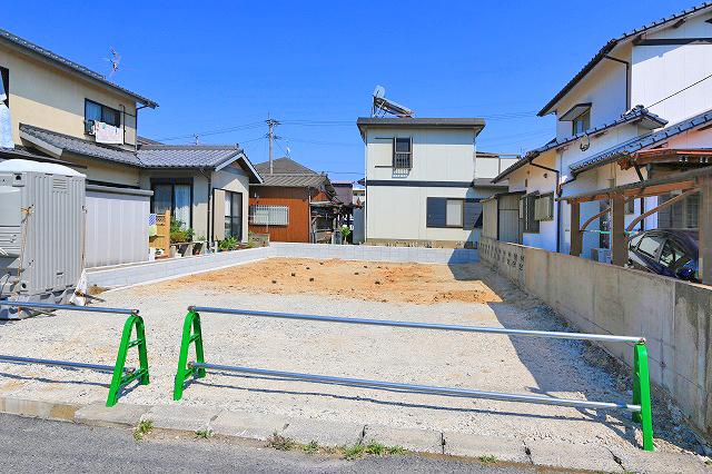 並列2台分の駐車場がついています。北九州市小倉南区横代北町|スーパー・コンビニ・郵便局が徒歩圏内!