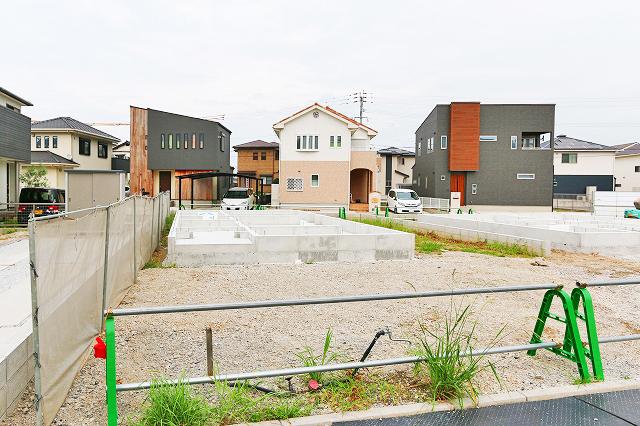 近隣と密接しておらず日当り良好です北九州市門司区吉志|家正面に並列2台駐車可能!専用庭有り