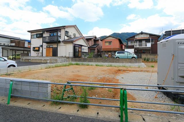 隣接地は駐車場なので遮るものがなく日当たり良好!北九州市小倉北区下富野|収納もあって広めの洗面台です!