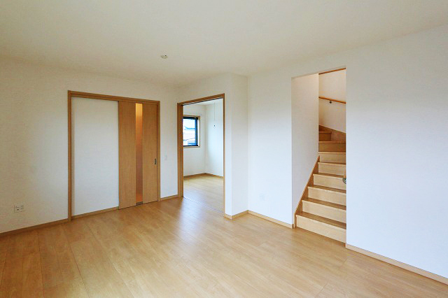 玄関入ってすぐリビング・子供部屋です北九州市八幡西区三ツ頭|人気のリビング階段を取り入れた間取り