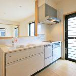 便利なシステムキッチン北九州市八幡西区三ツ頭 8帖分の広い寝室にはクローゼット2ケあり