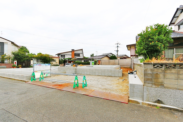 駐車スペースは並列2台駐車可能!北九州市八幡西区鷹見台|スーパー近隣の住宅地!