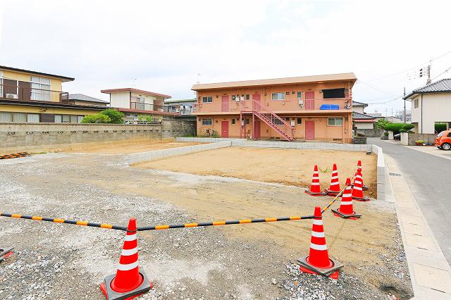 前面駐車場2台駐車可能!行橋市行事|人気の角地!駐車スペース広めです!