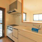 開放的なオープンキッチン行橋市東泉|1階リビングのみ!広々16帖以上!