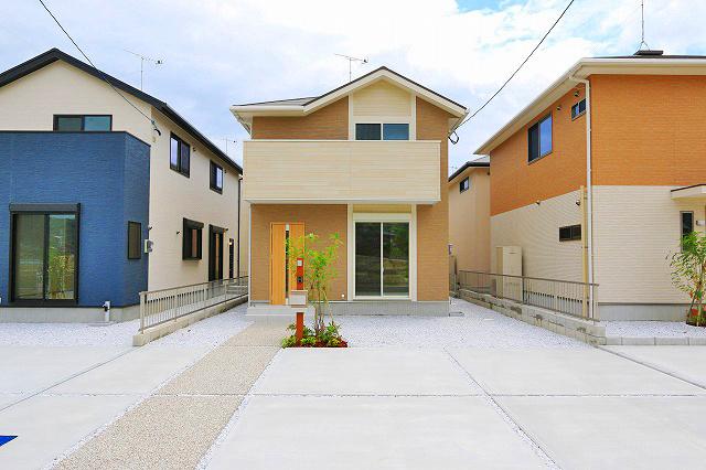 玄関前・駐車場スペースも充実しています!京都郡苅田町大字与原|これから発展していく新興住宅地エリア!