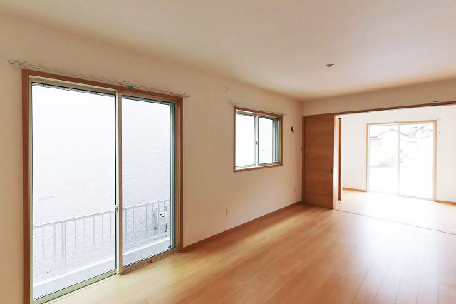 リビング収納は普段使わない家電などを収納!北九州市若松区宮丸 山に沿った住宅街で日当り良好!