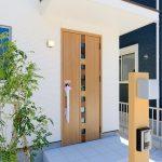 まばらカラーのオシャレな玄関ドア北九州市若松区桜町|若松中心部に位置する便利な町にあり!