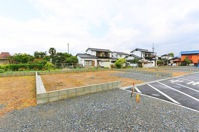 並列2台で停められる駐車場付き北九州市八幡西区木屋瀬|16帖リビング、8帖寝室など間取り広々