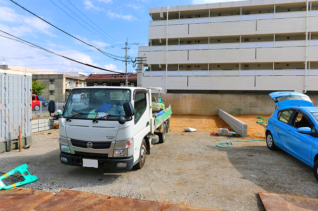 建物前面に2台分並列駐車可能です。北九州市八幡西区折尾 日当たりがよく近隣住民の気にならない人気の角地