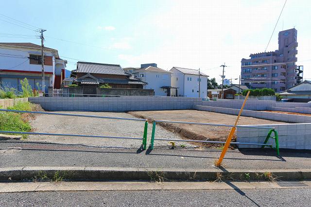 近隣住宅の距離にはゆとりがあり日当り良好です北九州市門司区下二十町|キッチン横にパントリーがあり収納にも便利