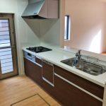 木目調でかわいいシステムキッチン北九州市小倉北区熊谷|玄関広いです!収納スペースもたっぷり!