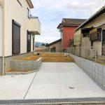 奥は専用庭、手前は駐車場に!花壇もあり。北九州市小倉北区皿山町 部屋も広く、収納もいっぱいで生活空間にゆとり有り!