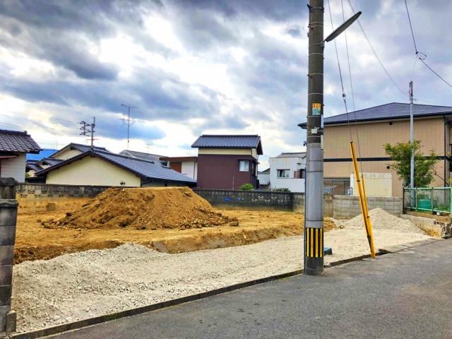 駐車スペース、専用庭スペースを十分に確保できる広い土地。北九州市小倉南区葛原東|LDKはなんと広々18帖でパントリーつき!