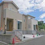 前面道路広めです北九州市八幡西区永犬丸|カウンターキッチンで16帖の広々リビングです。