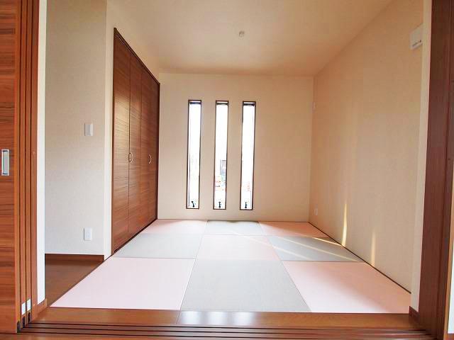3連窓がオシャレ!優しく光が差し込みます!北九州市小倉南区上貫|洋風でピンク色の可愛い和室♪