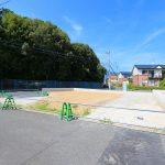 倉南区横代東町 正面は緑いっぱい自然豊かな場所!人気の角地